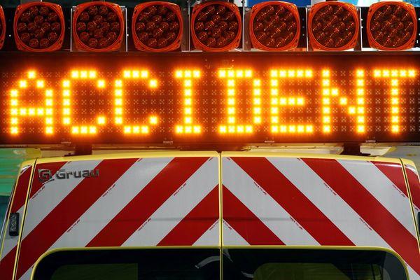 Un poids lourd s'est couché sur le terre-plein central de l'autoroute A43 en Savoie le 13 juillet 2021, causant une interruption de la circulation. (Illustration)