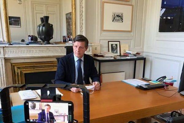Nicolas Florian, à 14h, a annoncé la nouvelle en audio-conférence depuis la mairie de Bordeaux © Nicolas Corne