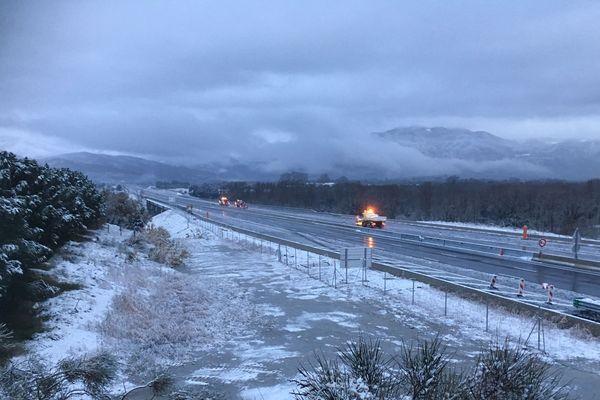 L'autoroute A9 fermée en direction de l'Espagne, seuls les chasse-neiges circulent ce mardi 21 janvier au matin.