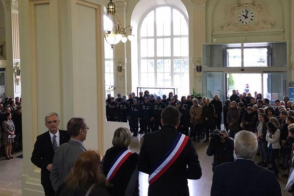 Hommage au lieutenant-colonel Arnaud Beltrame dans le hall de la mairie de Limoges