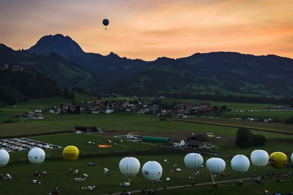 Les ballons à gaz lors du départ de l'édition 2017 à Gruyères en Suisse.