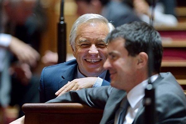 François Rebsamen et Manuel Valls au Palais du Luxembourg lors d'une session du Sénat le 16 octobre 2012