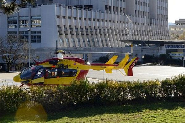 Photo d'illustration : un hélicoptère aux urgences de l'hôpital Michallon à Grenoble.