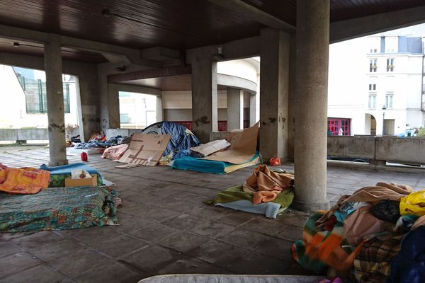 Le campement de la dalle Saint-Paul, à Orléans.