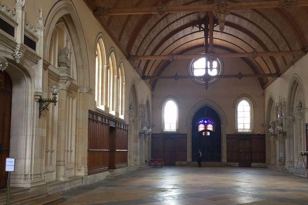 La salle des pas perdus de la cour d'assises de Côte-d'Or à Dijon