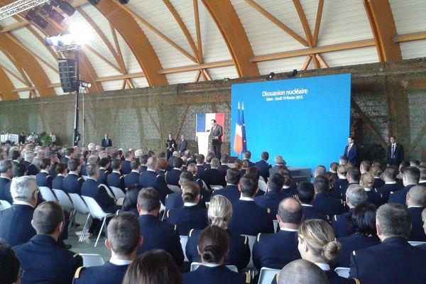 Durant le discours de François Hollande depuis la base d'Istres