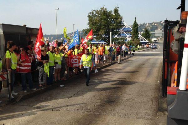 Plusieurs dizaines de salariés ont manifesté au péage de Saint-Isidore à Nice