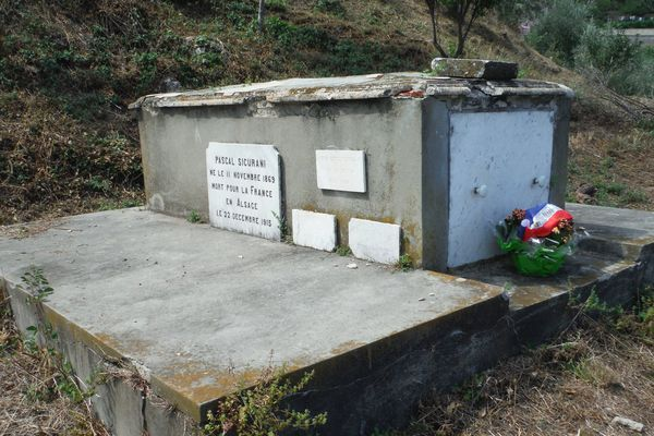 La tombe du capitaine Sicurani en Corse