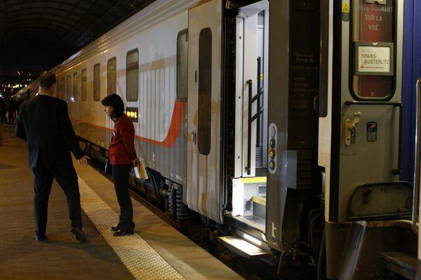 Train de nuit Nice-Paris à quai en gare de Nice, le 11 novembre 2017