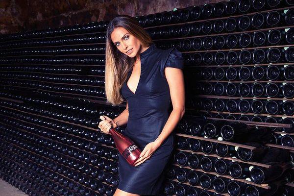 La collaboration entre Clara Morgane et la maison de champagne de Cazanove a déclenché l'ire d'un descendant de la famille.
