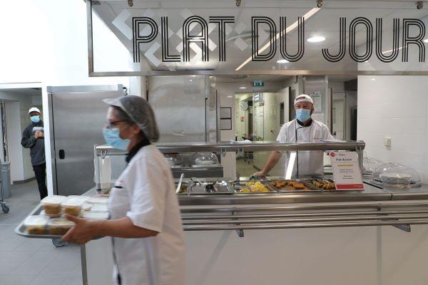 Les Restaurants Universitaires du Nord et du Pas-de-Calais proposent des repas à emporter à 1 euro pour tous les étudiants, qu'ils soient boursiers ou non.