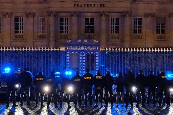 Les policiers de nuit de Nantes manifestent devant la préfecture, 18 décembre 2019