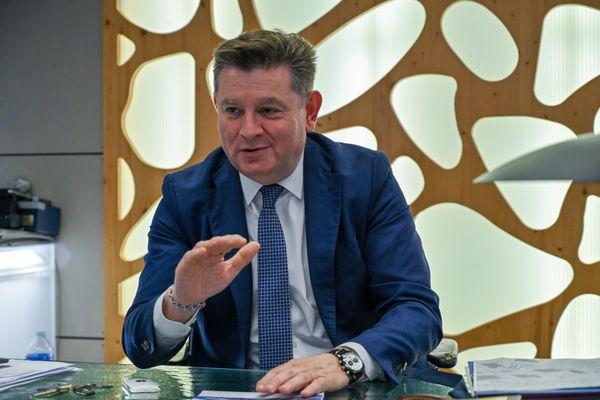 Alain Ferrand, le maire de la commune du Barcarès est mis en examen pour extorsion en bande organisée le 6 mai 2021. Photo d'archive prise lors des élections municipales de 2020.
