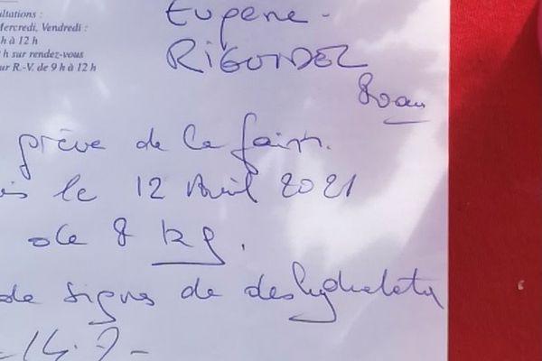 Dans son ordonnance, le médecin généraliste d'Eugène Riguidel a précisé qu'après huit jours de grève de la faim, l'octogénaire a perdu 8 kilos mais qu'il ne présente pas de signe de déshydratation.