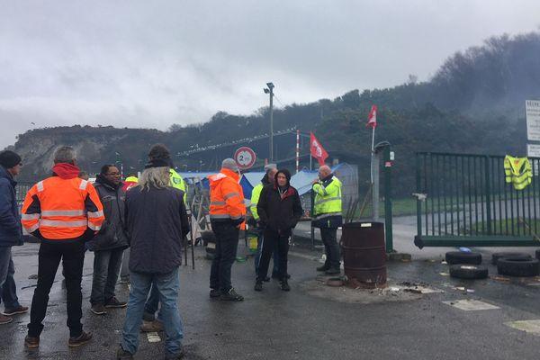 Les agents de la CAC en grève le 27 novembre 2018.