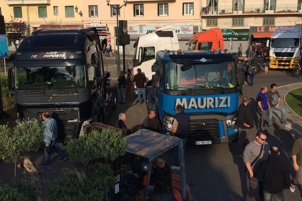 Xylella - Action coup de poing du collectif de défense des pépiniéristes, paysagistes et jardineries de Corse sur le port de Bastia