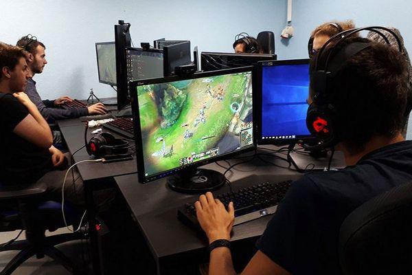Helios Gaming School, basé à Freyming-Merlebach, propose des cursus liés à l'esport.