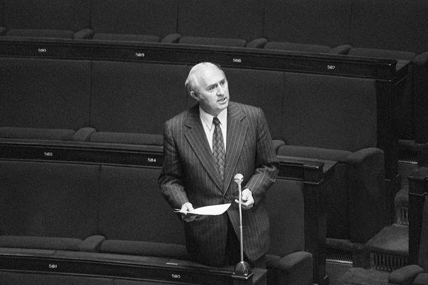 Le député Lucien Neuwirth est à l'origine de la loi sur la contraception en France