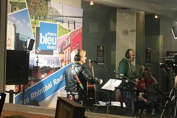 Les 10 candidats sélectionnés ont enregistré leur chanson dans les studios de France Bleu Alsace.
