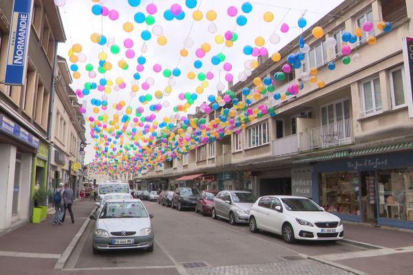 Une des rues commerçantes du centre-ville de Louviers le 4 septembre 2020.