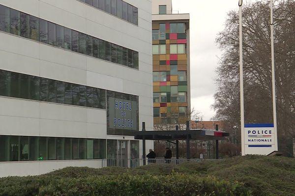 Le corps sans vie d'un homme a été découvert sur le parvis de l'hôtel de police de Strasbourg vendredi 20 mars 2020.
