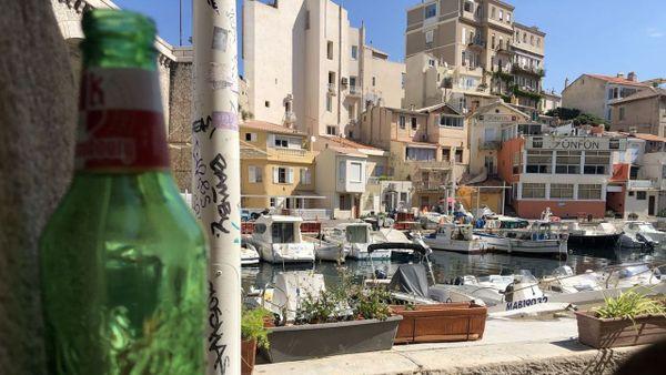 Vallon des Auffes (Marseille). Des bouteilles abandonnées, les riverains en ramassent tous les matins.