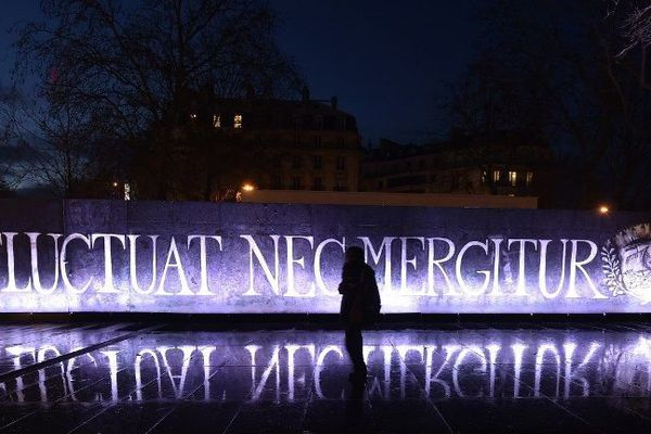 "© DOMINIQUE FAGET / AFP Le café place de la République rebaptisé ""Fluctuat Nec Mergitur"""