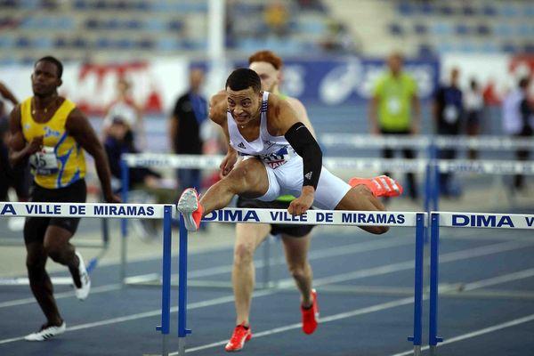 Sasha Zhoya, licencié du Clermont Auvergne Athéltisme, a battu le record du monde du 60 m haies chez les juniors, samedi 22 février, à Miramas. Il a pulvérisé un record du monde avec 7''34 en finale des championnats de France indoor cadets-juniors 2020.