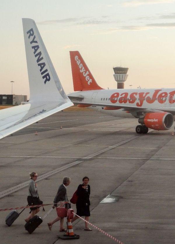 Des avions de Ryanair et EasyJet sur le tarmac de l'aéroport de Lille-Lesquin en 2015.