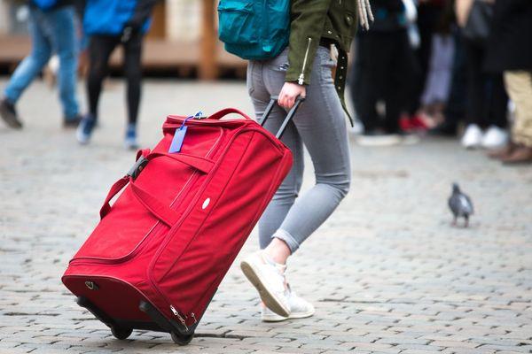 Touriste avec une valise