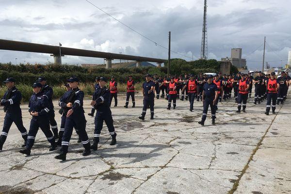 Entraînement des douaniers à La Pallice avant le défilé du 14 juillet