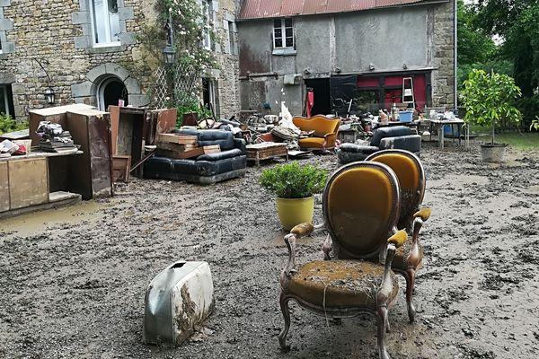 Grand nettoyage chez un couple de retraité sinistrés à Marcilly-les-Grèves
