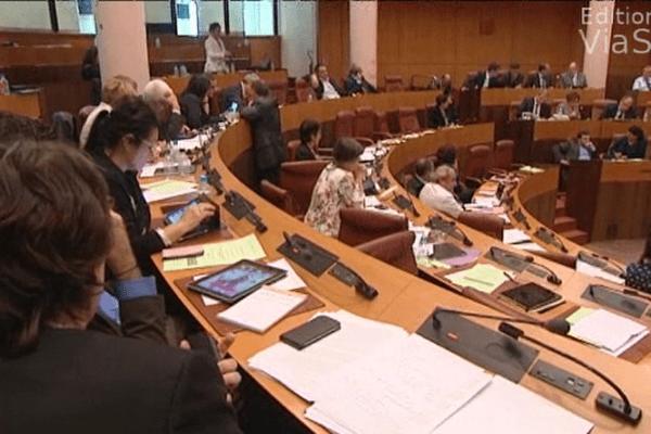 Les débats en séance publique devraient reprendre vers 16 heures après l'étude des amendements.