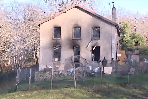 Une jeune femme de 39 ans est décédée samedi 19 décembre 2015 dans l'incendie de sa maison à Razès, en Haute-Vienne.