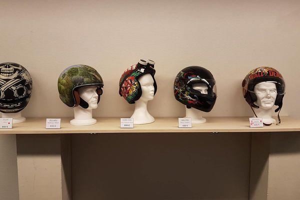 Les casques sont exposés dans la galerie Hamon au Havre jusqu'au 3 octobre