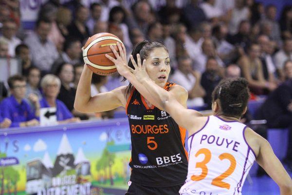 Les Berruyères, à l'image de Cristina Ouvina, maillot noir, veulent réussir leur première de la saison à domicile.