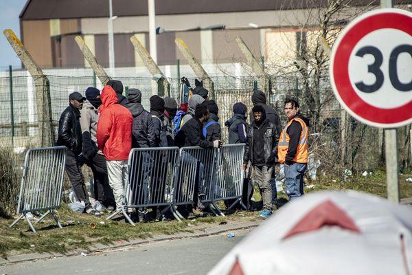 Des migrants à Calais.