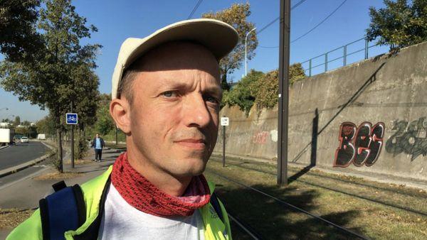 Le coureur Xavier Vatin, en repérage aux portes du périphérique parisien.
