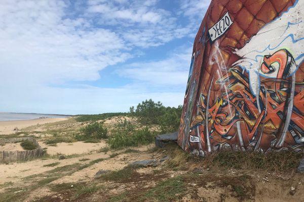 Blockhaus graphé sur la plage de la Grande Côte - Saint-Palais-sur-Mer (17)