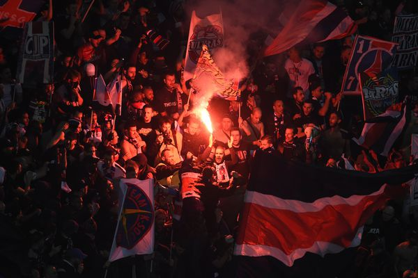 Les supporters parisiens lors de la finale de la Coupe de la Ligue PSG-Monaco