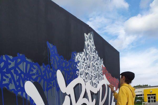 Jérémy Besset a peint cette œuvre pour clôturer le festival Coul'heures d'Automne.