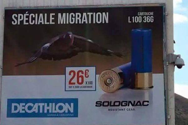 L'affiche de Decathlon à Ajaccio.
