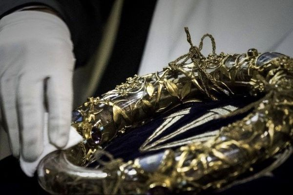 La Sainte Couronne d'épines. Cette relique était conservée à Notre-Dame et visible tous les vendredis en période de Carême.
