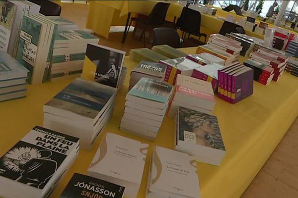 """Le salon du livre """"Epoque"""" ouvre ses pages à Caen place St-Sauveur jusqu'à dimanche."""