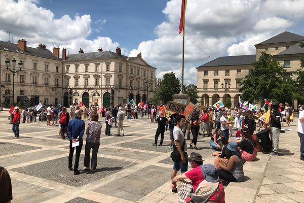 Une centaine de personnes réunies à Orléans ce samedi 12 juin.
