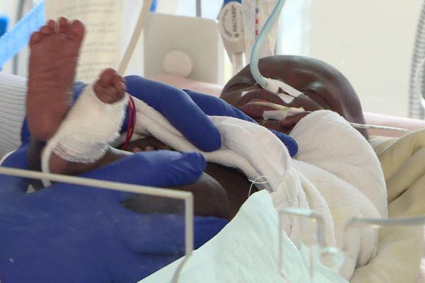 Dans les coulisses du service de néonatalogie et pédiatrique d'Orléans, un bébé prématuré