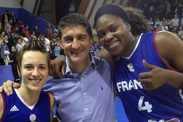 Céline Dumerc, le président de la FFBB Jean-Pierre Suitat et Isabelle Yacoubou