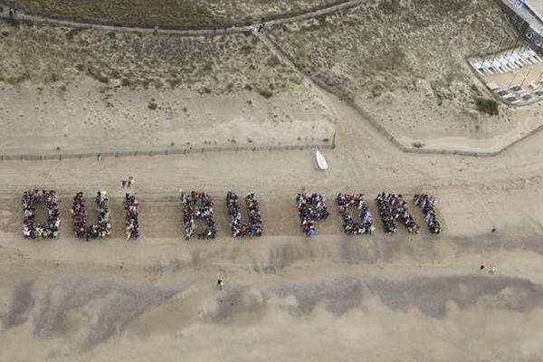 800 personnes se sont retrouvées sur la plage de la Normandelière à Brétignoles-sur-Mer pour approuver le projet de port de plaisance