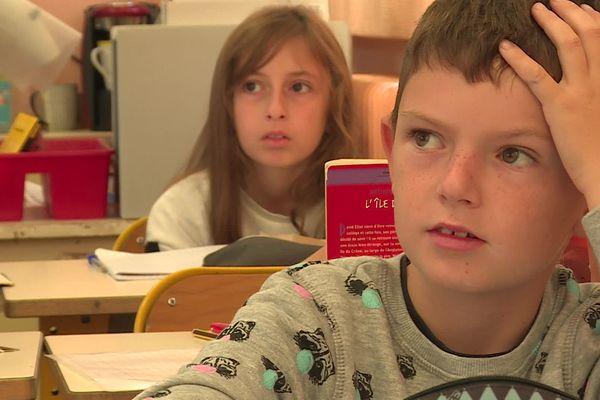 Des élèves sans masque dans une classe des Arc-sur-Argens.