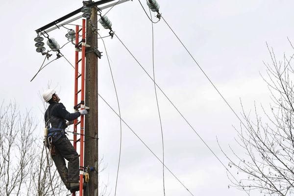 Près de 1 150 foyers d'Auvergne sont privés d'électricité, ce dimanche 22 décembre, deux jours après le passage d'un premier coup de vents. (Photo d'illustration)